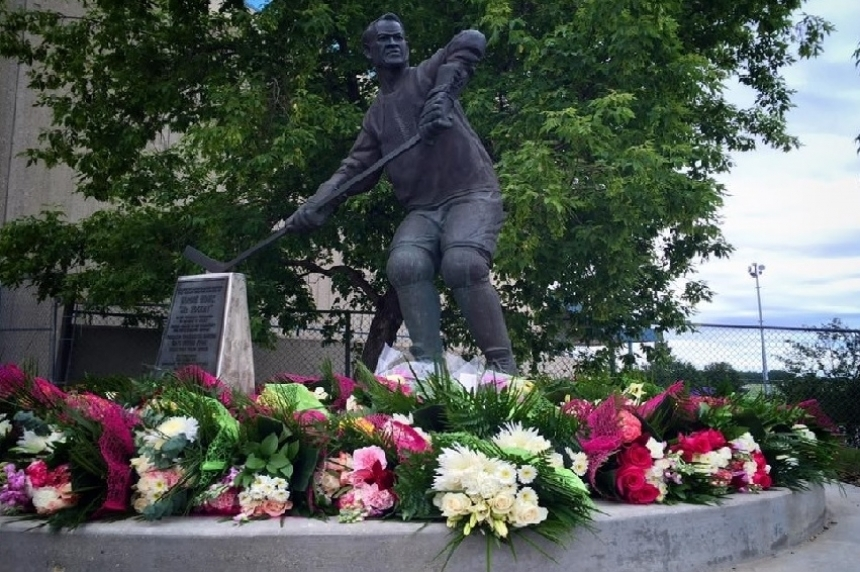 Gordie Howe's name set to come off the Stanley Cup