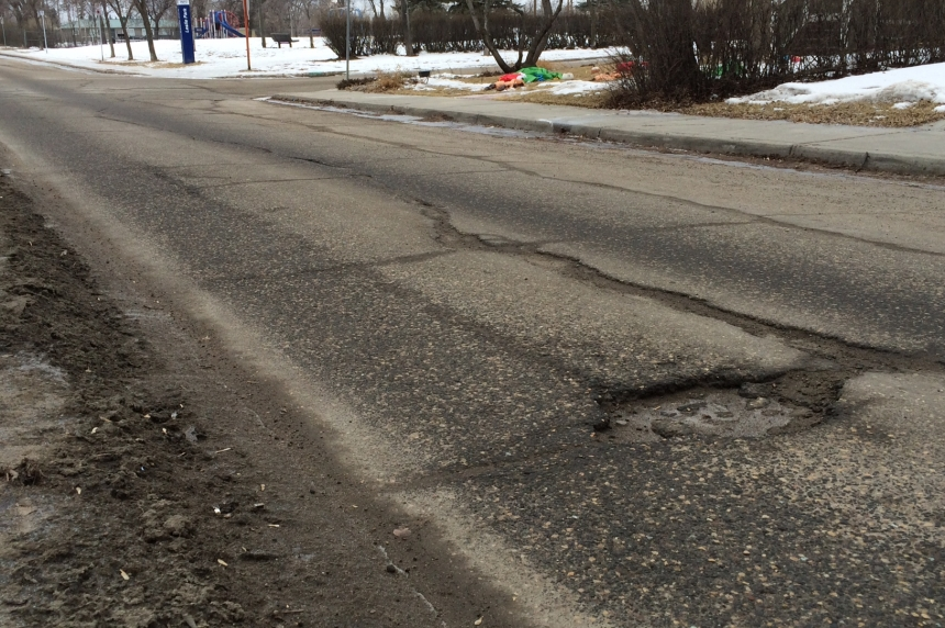 Pothole repairs starting early for Regina crews
