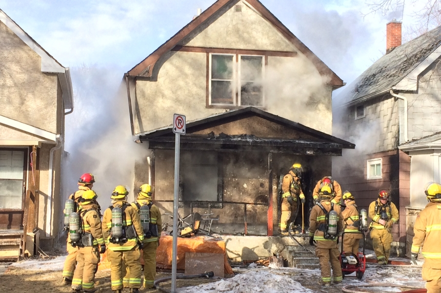 2 escape Garnet Street fire in Regina