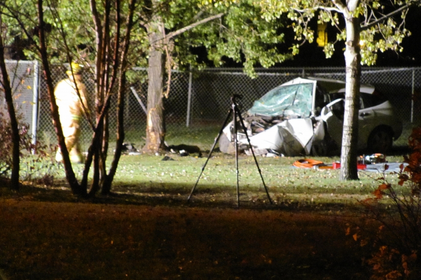 Car hits tree in fatal Regina crash
