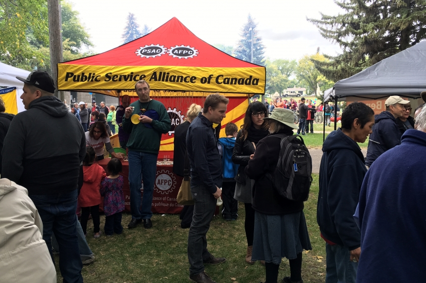 Labour Day barbecue celebrates workers rights in Saskatoon