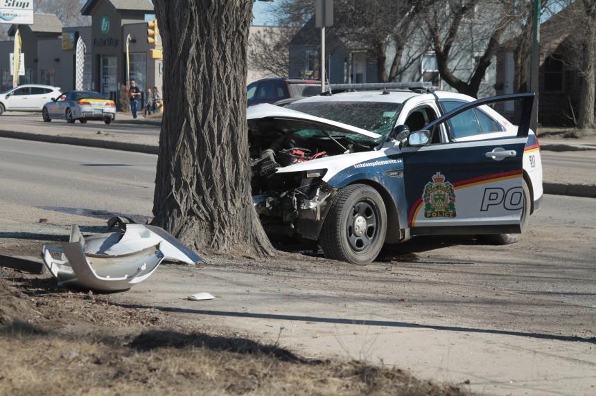 Saskatoon Police cruiser collides with Idylwyld tree