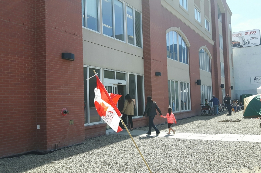 Regina INAC office reopens  to public after meeting with protesters