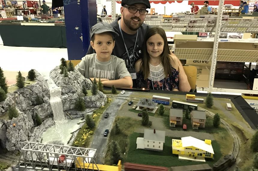 Inaugural model train show brings Regina family closer