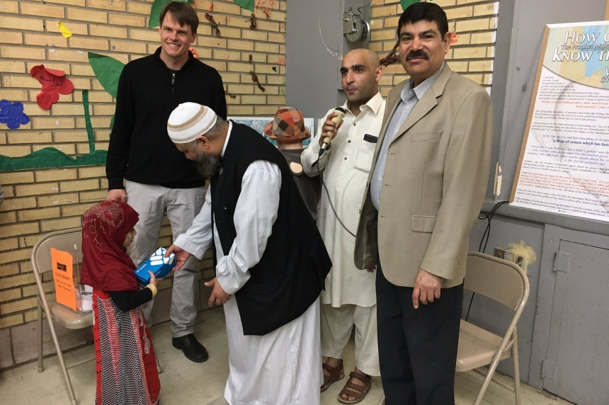 Mosque welcomes hundreds of people for Saskatoon open house
