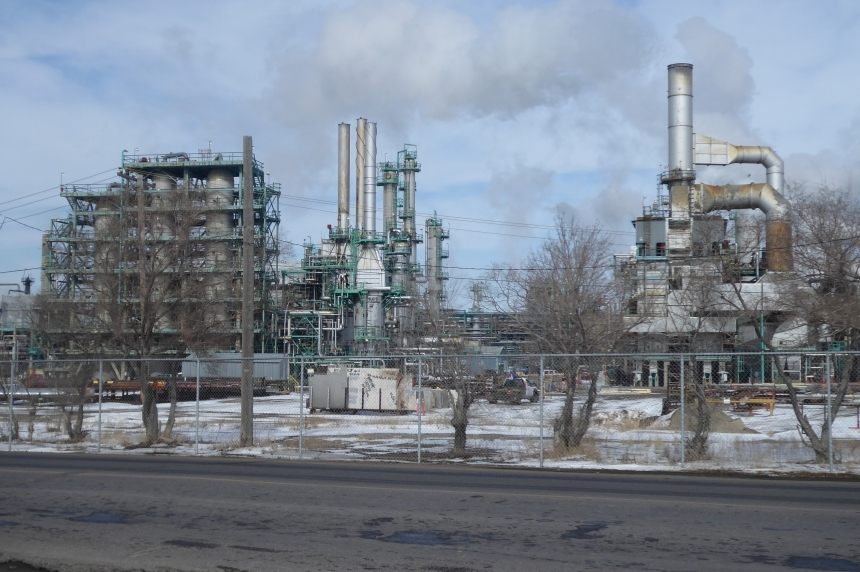 Tentative deal reached at refinery, labour disruption appears to be avoided