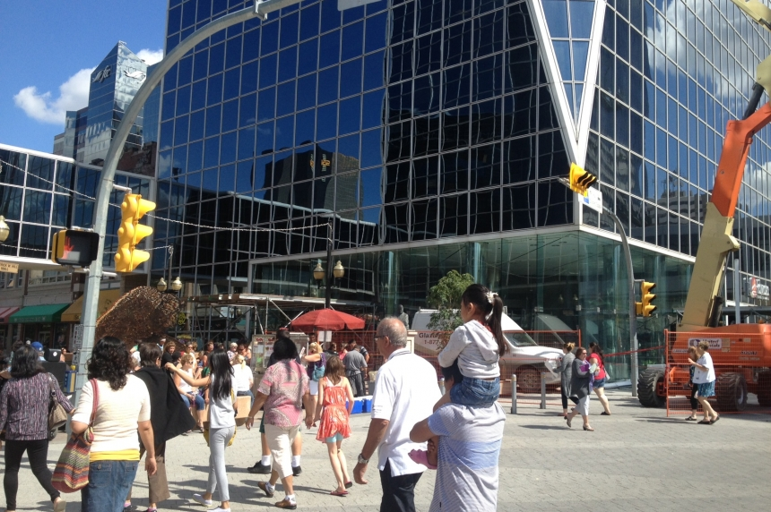 Reginians downtown wary after glass falls from skyscraper