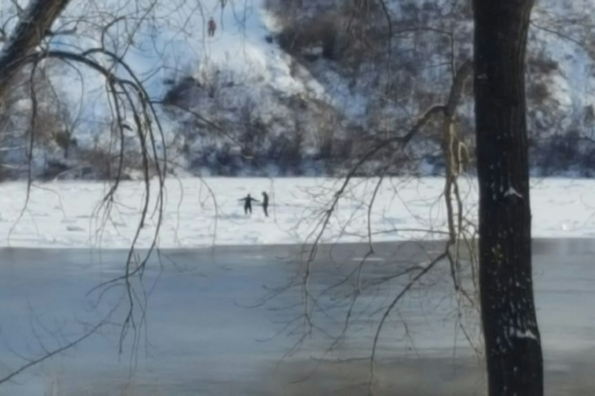 Man safe after pulling himself from South Saskatchewan River ice break