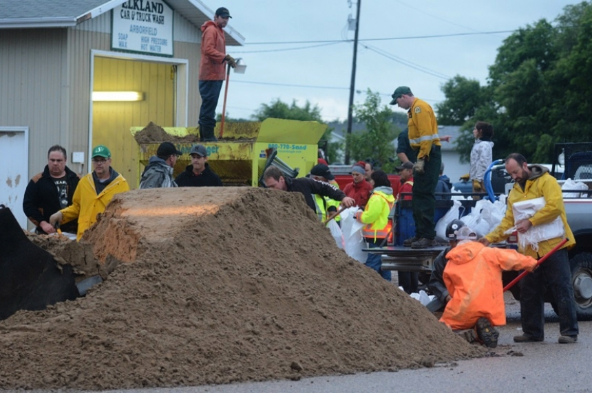 Saskatchewan residents receiving help to deal with flooding