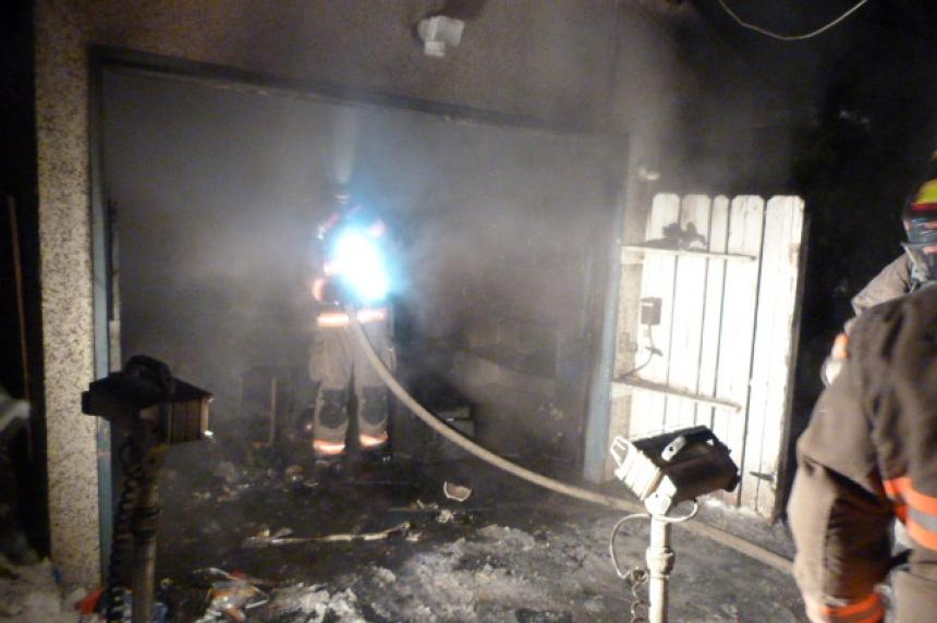 Saskatoon fire department deals with garage fire in Meadow Green