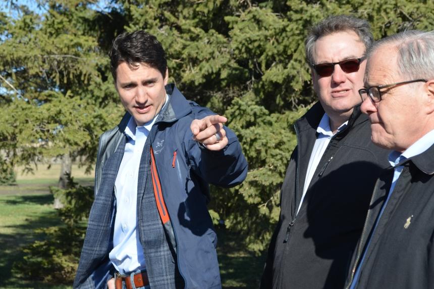 Trudeau applauds hard work, technology at Sask. farm