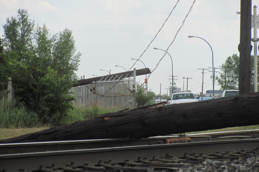 Storm takes down power poles in Regina