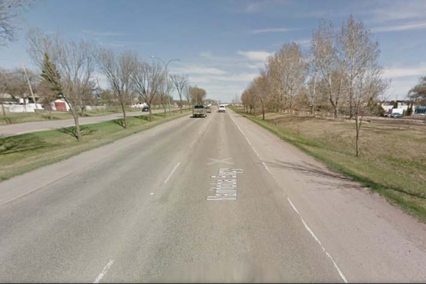 2 severely injured when truck collides with tree in Moose Jaw