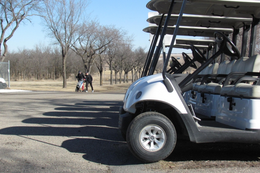 Golfers enjoy first day of the season at Regina course