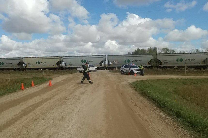 A train stopped on the tracks near Blucher, Sask., after rail cars left the track on Sept. 15, 2017. (Chris Vandenbreekel/650 CKOM)