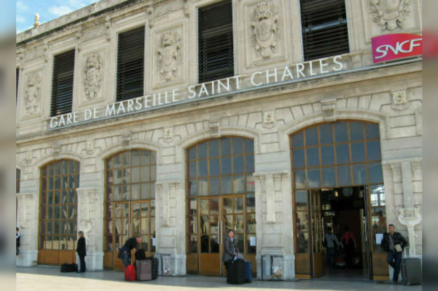 Official: 4 US tourists attacked with acid in Marseille
