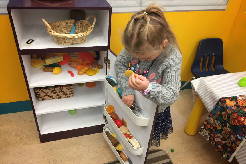 A child plays in the kitchen display prototype for the Children's Discovery Museum set up at Prince Philip preschool on Nov. 16, 2017. (Daniella Ponticelli/650 CKOM)