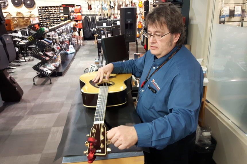 Guitar program for veterans helps break 'cycle of despair': organizer