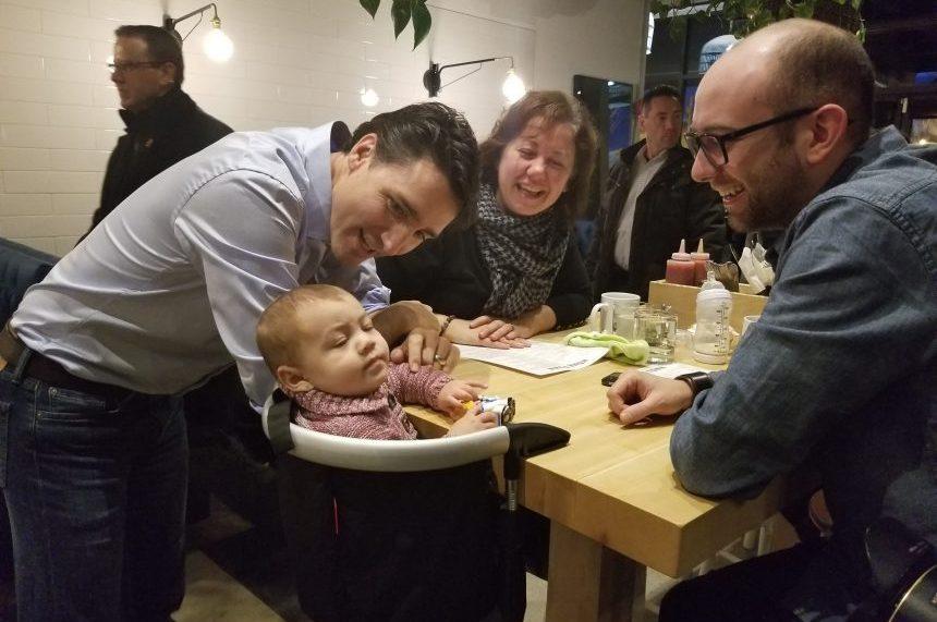 Prime Minister Justin Trudeau visits the Hometown Diner in Saskatoon on Dec. 8, 2017. (Bryn Levy/650 CKOM)