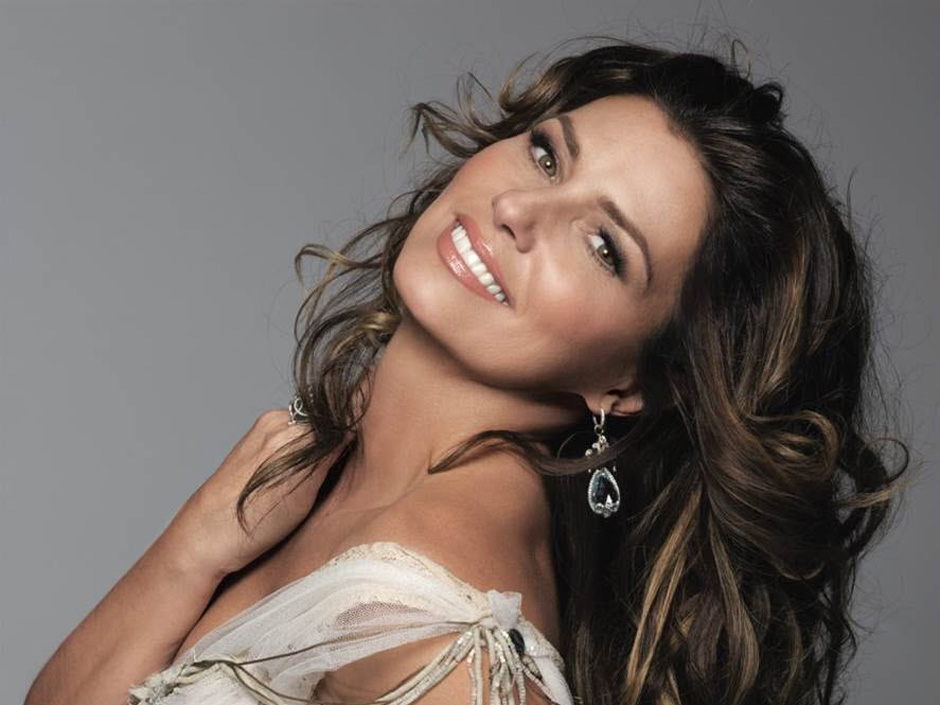 Shania Twain pulling double duty tonight on Dancing with the Stars!
