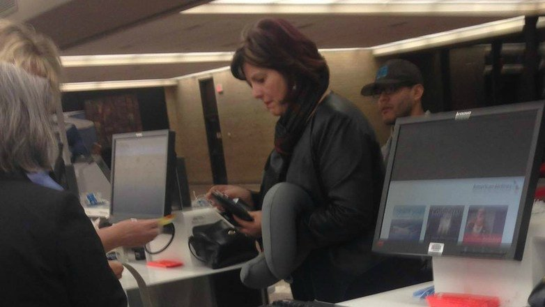 This pic of a woman buying an airline ticket has gone viral... for an amazing reason!...