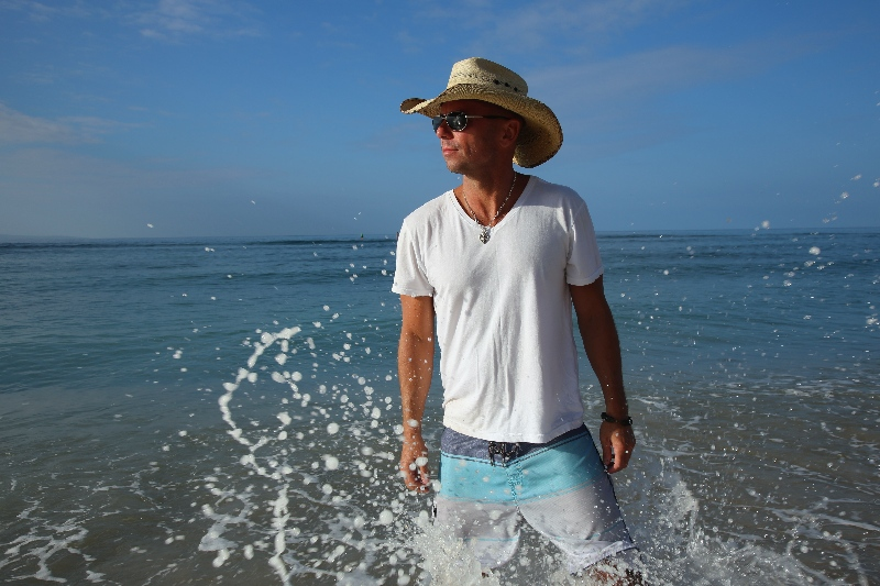 "WATCH: New Kenny Chesney Video for ""All the Pretty Girls"""