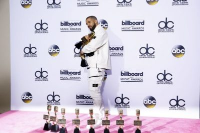 Drake Rakes in 13 at Billboard Music Awards