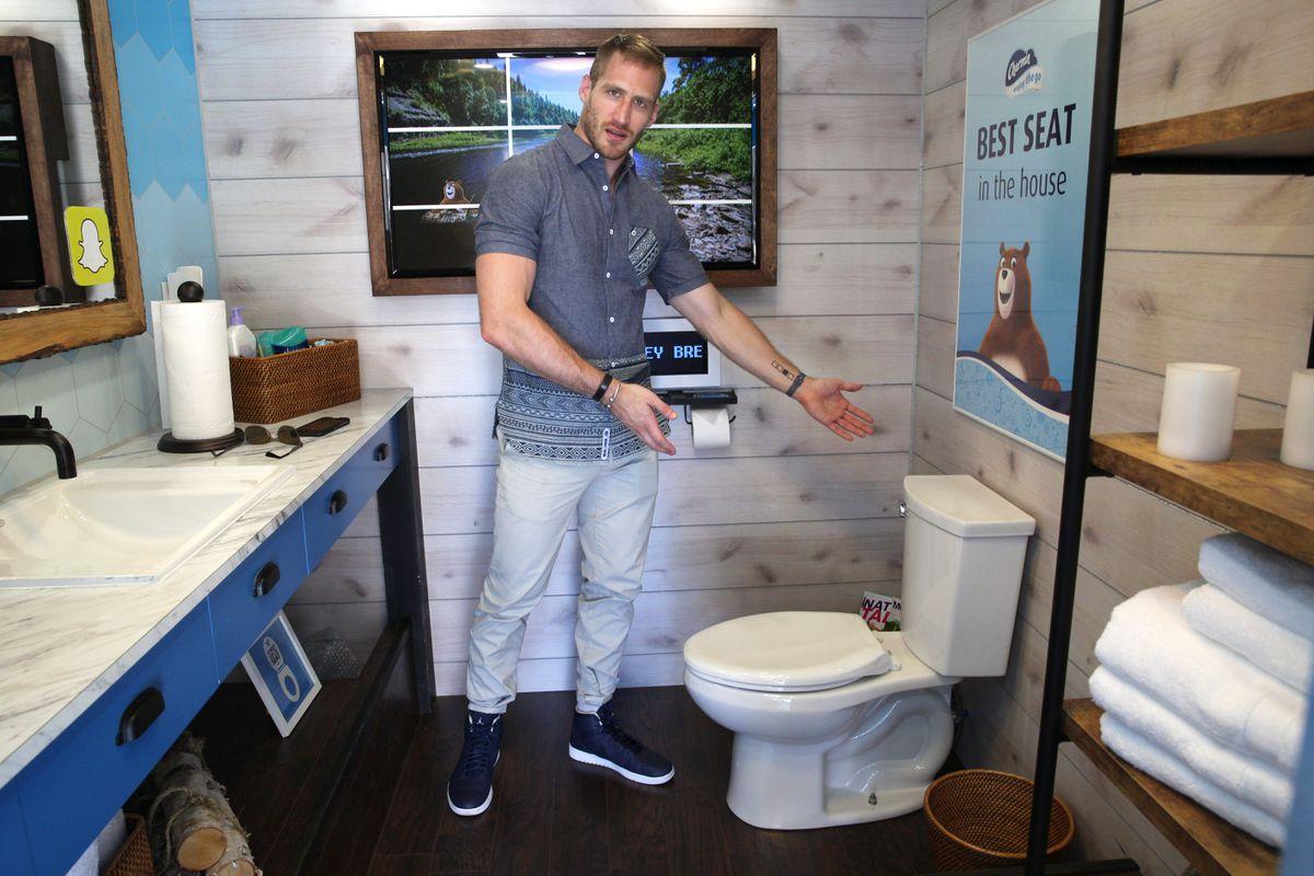 presenting-toilet