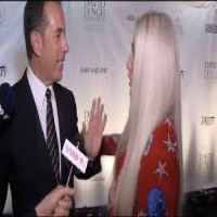 Jerry Seinfeld Brutally Curves Kesha on Red Carpet