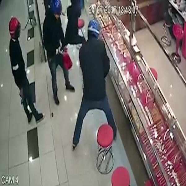 Robbers armed with Hammers stopped by Security Glass