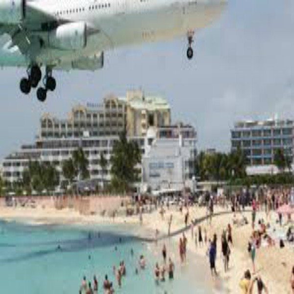 Tourists Dies From Jet Blast in St. Maarten
