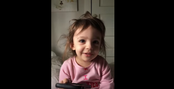 WATCH:Toddler has HILARIOUS conversation with Siri