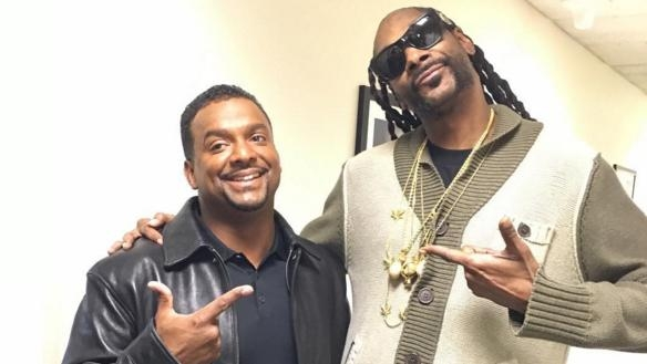 """SNOOP DOGG learns how to do the """"Carlton"""" dance from... CARLTON!!!!! (Watch)"""