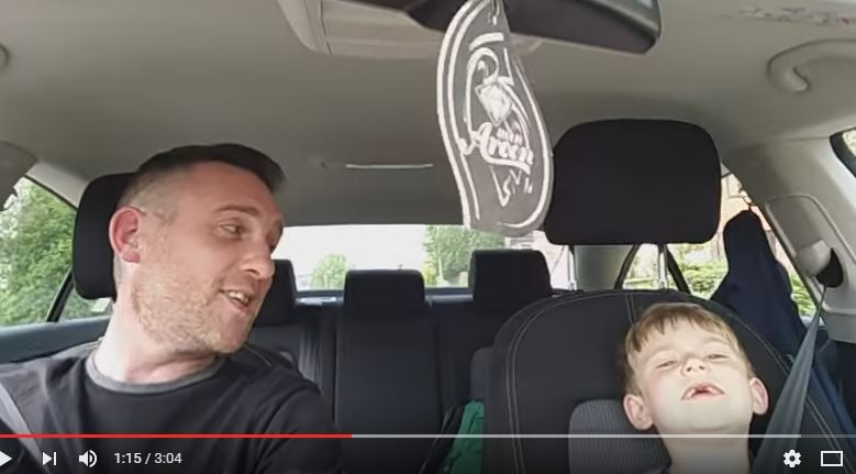 Dad and young son sing Frank Sinatra together! WATCH/LISTEN..