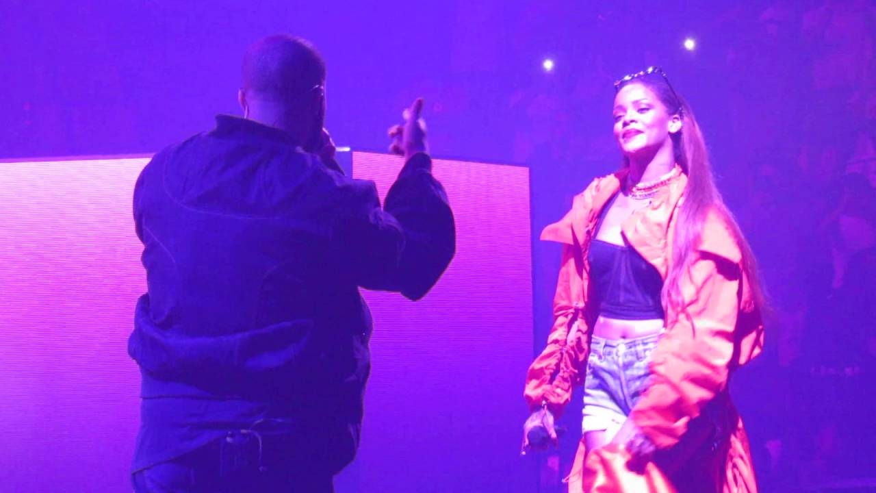RIHANNA showed up at OVO FEST with DRAKE Last Night! (WATCH)