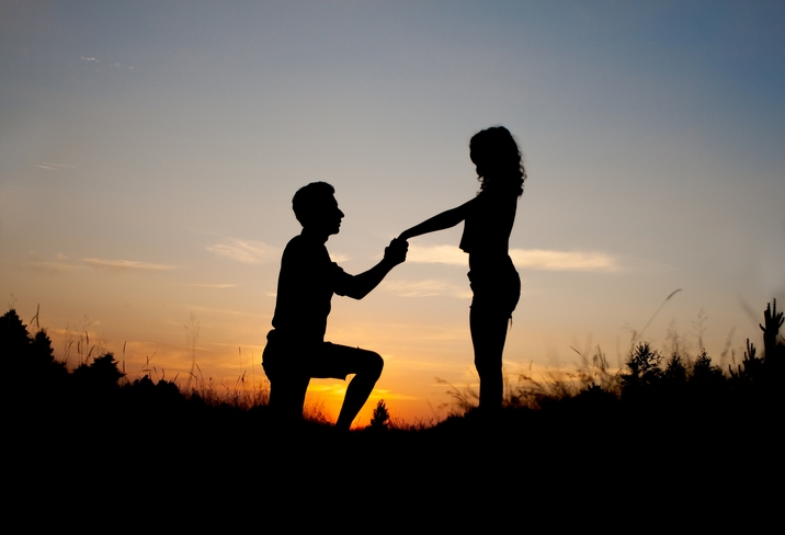 TOP 10 HINTS Women Drop When They Want YOU to Propose