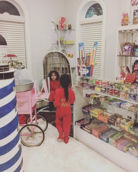 Nick Cannon and Mariah Carey's kids have a candy room IN THEIR HOUSE!!!