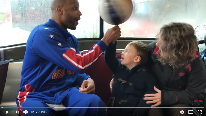 Harlem Globetrotters surprise Toronto streetcar commuters ahead of their Kitchener appearance! WATCH: