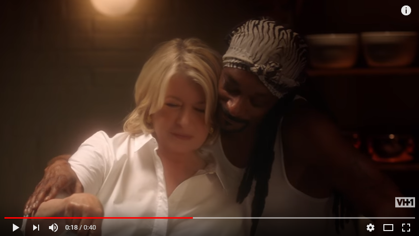 Martha & Snoop Tease New Season Of Potluck Dinner Party With A Scene From 'Ghost' - WATCH