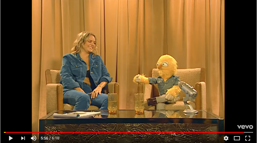 """Tove Lo makes out with a muppet in new video for """"Disco Tits"""". WATCH **NSFW**"""
