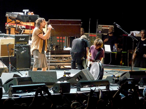 Pearl Jam debut new song  in Chile