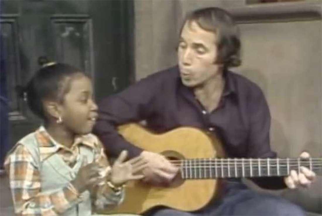 This little girl steals Paul Simon's thunder