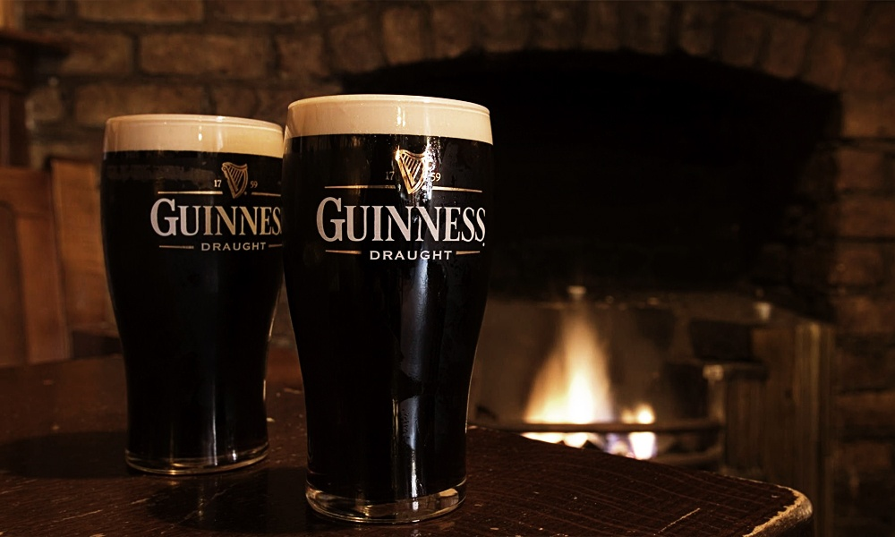 GUINNESS IS GOOD FOR YOU.  A HISTORY IN PICTURES.