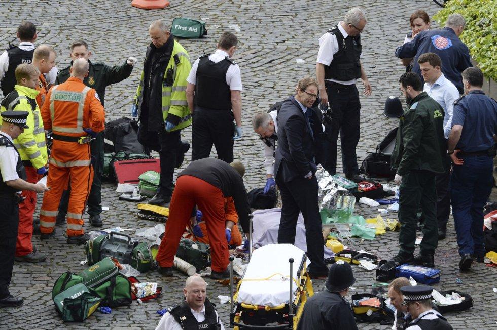 Cuatro muertos y veinte heridos dejó ataque terrorista en Londres