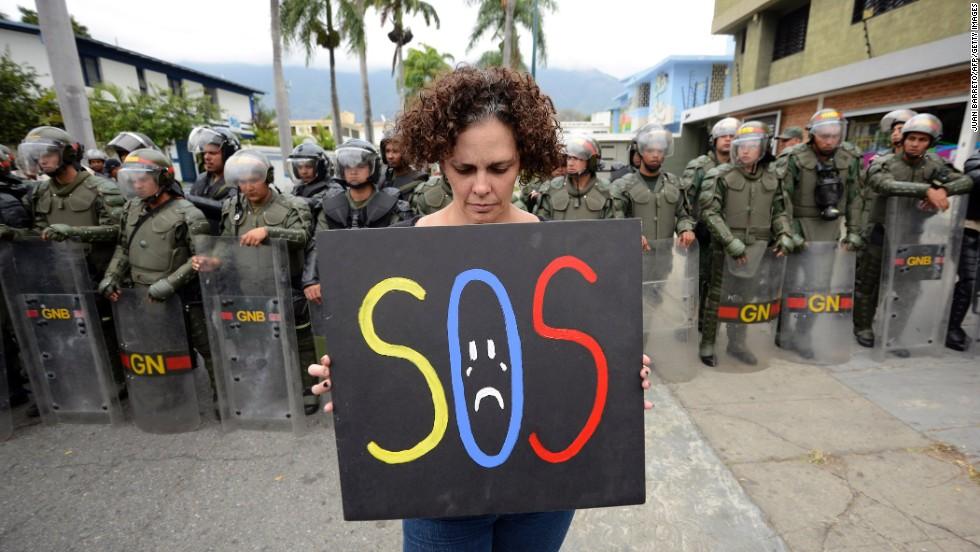Venezuela, en medio de protestas, ruega apoyo al mundo