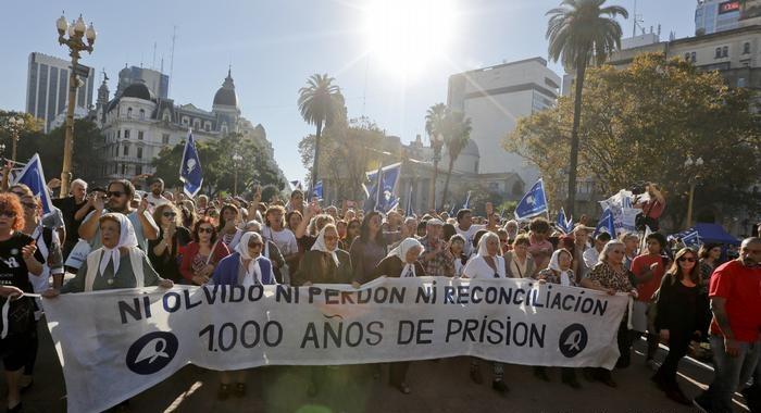 Gobierno de Argentina aprueba ley contra la reducción de penas por crímenes de lesa humanidad