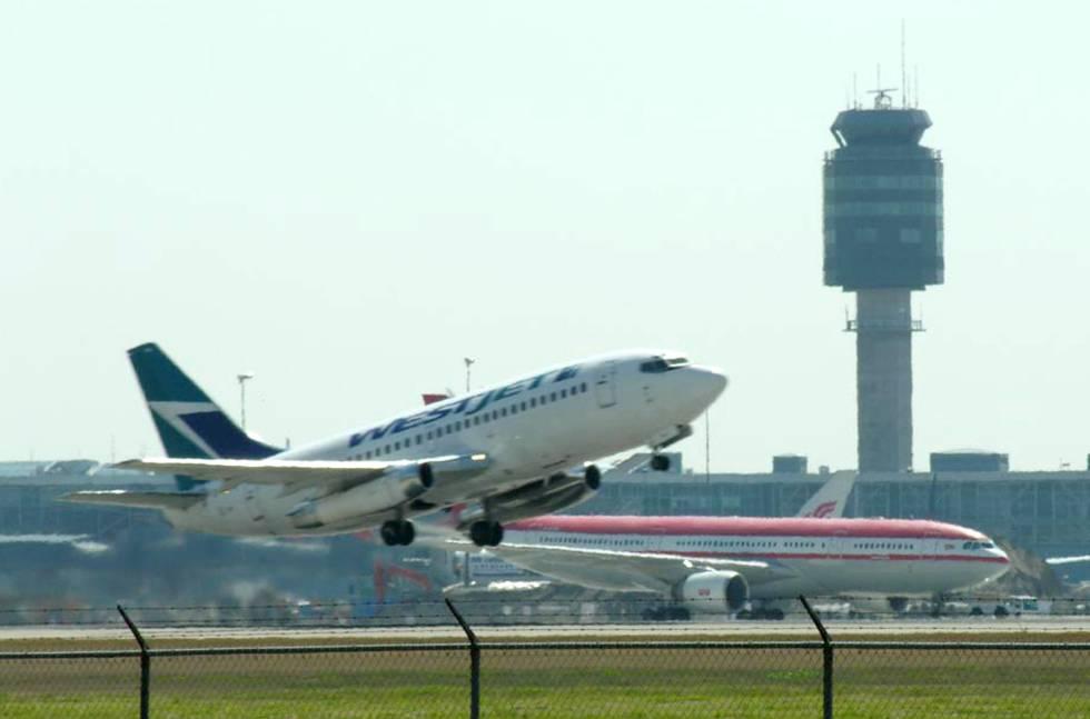 Canadá prohibe por ley la expulsión de pasajeros de vuelos por overbooking