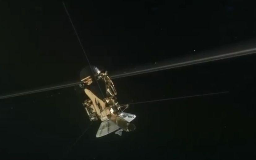 Primera inmersión de Cassini entre Saturno y sus anillos