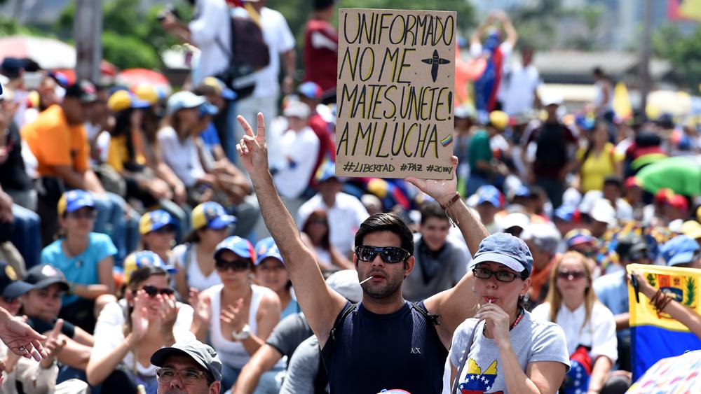 La oposición venezolana a casi dos meses de protestas llamó a aumentar la presión en las calles