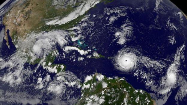 El huracán Irma golpea el Caribe y Puerto Rico y se aproxima a Florida como uno de los más potentes de la historia